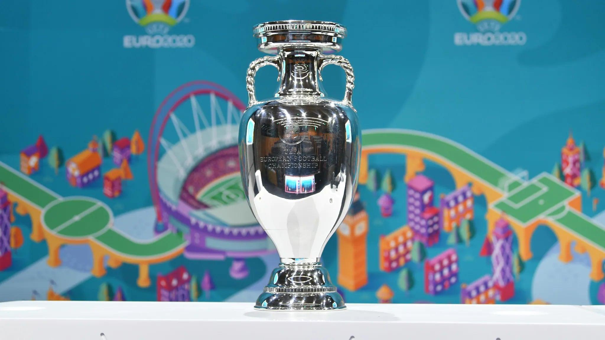UEFA EURO2020の優勝トロフィー